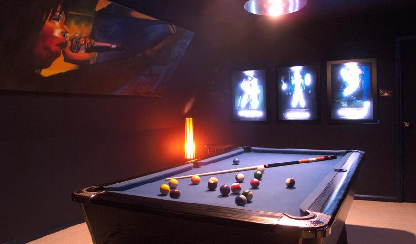 EH-Pool-table-in-blue-Universe-Lounge