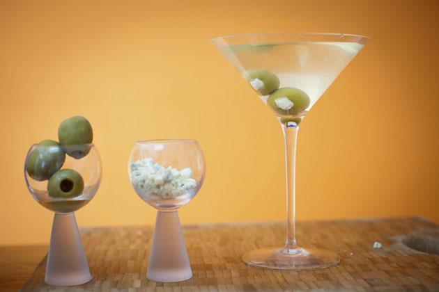 how-to-make-a-dirty-martini