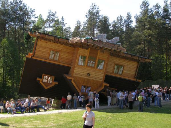 2-Upside-down-House-Szymbark-Polonya