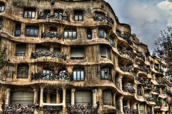 9-Casa-Mila-Barselona-Ispanya