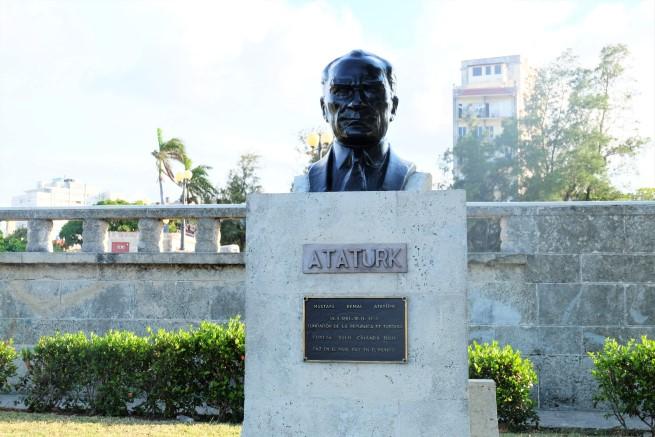 Havana Atatürk büstü